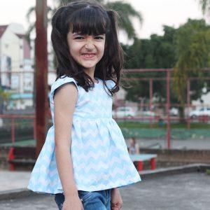 Vestido infantil transpassado nas costas